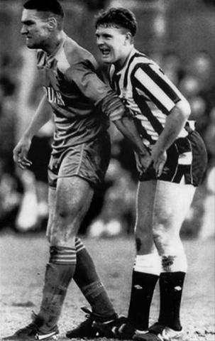 Vinnie Jones handles Paul Gascoigne